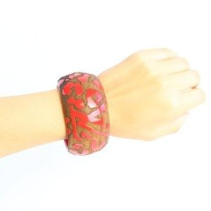 Louis Vuitton Jewelry - Red Lacquer Wood Leomonogram Cuff 15lz0828